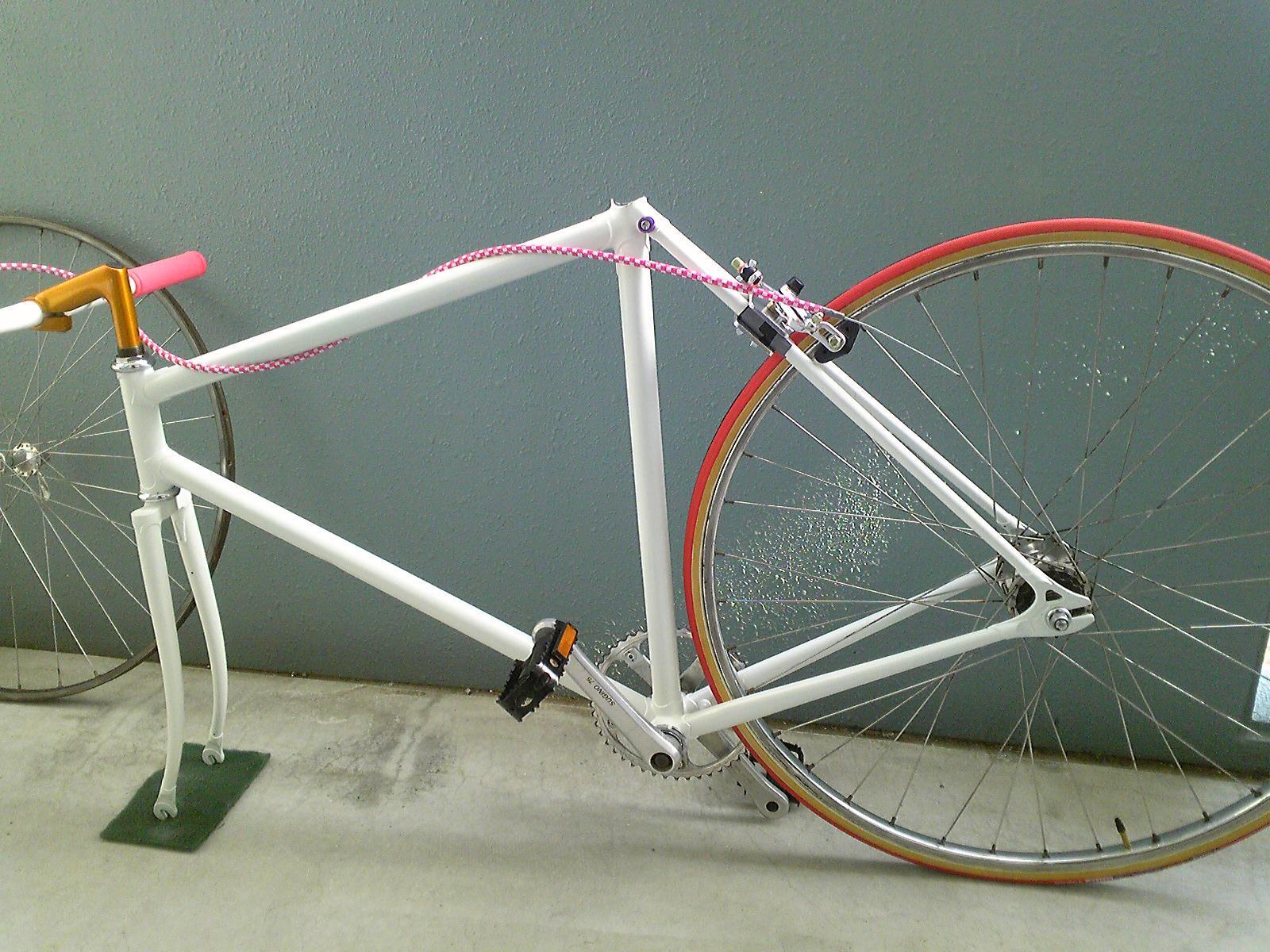 ピスト 自転車 組み立て中・・・・・